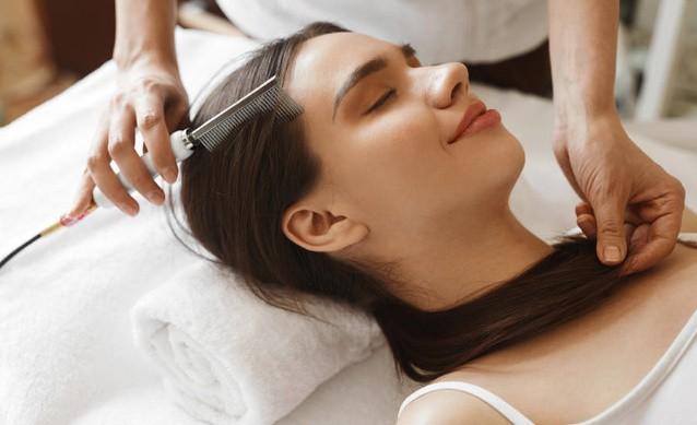 Дарсонвализация волос: польза и правила проведения процедуры