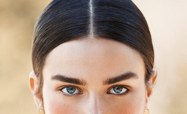 Линия роста волос у женщин: можно ли скорректировать форму